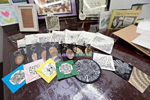 一如罗翊真所说,禅绕画不但是美术,商家也把禅绕画应用在商品设计。