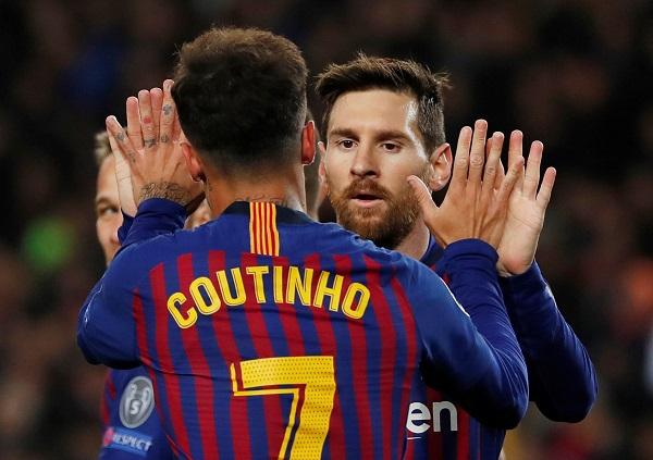 梅西(右)独造四球,与库蒂尼奥一起庆祝。(路透社)