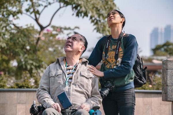 黄秋生饰演下半身瘫痪得靠轮椅过活的昌荣,与菲佣艾薇莲从主僕关係发展到相互扶持,过程感人。