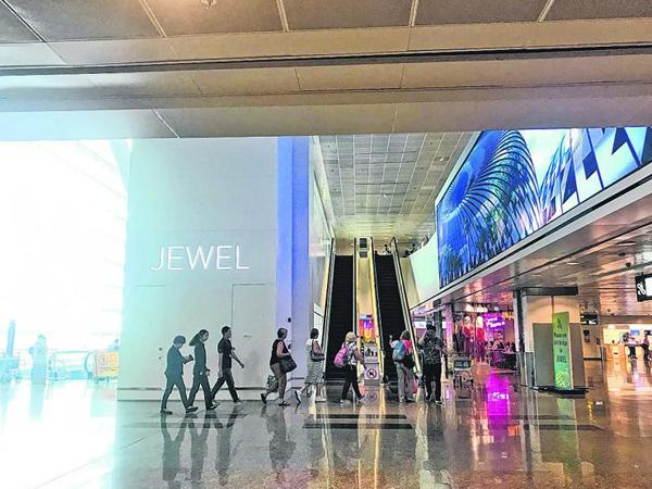 星耀樟宜泊车场设有分层收费区,公众开车前去可要注意了。(档案照)