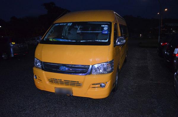 肇祸司机没有受伤,校巴也没有损坏。