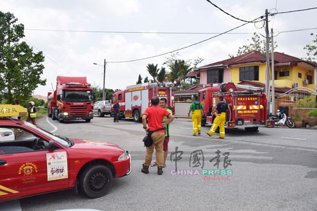 4辆消防车赶到现场,让居民以为发生严重火患。