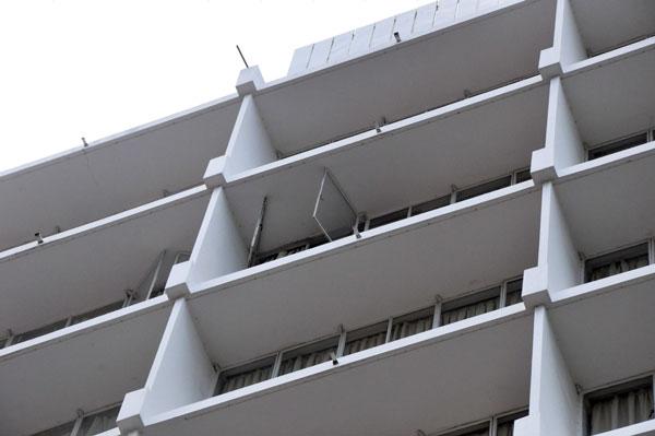 死者相信入住9楼1房间,有关房间的窗户已被打开。