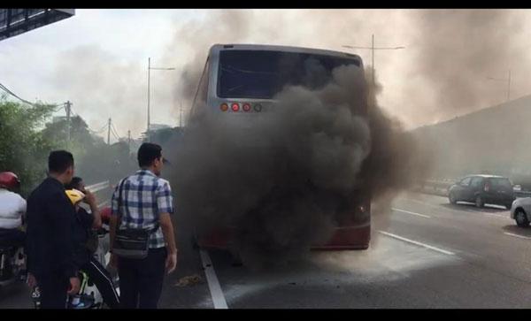 24陆交局执法官涉卖情报  上庭延扣险遇火烧车