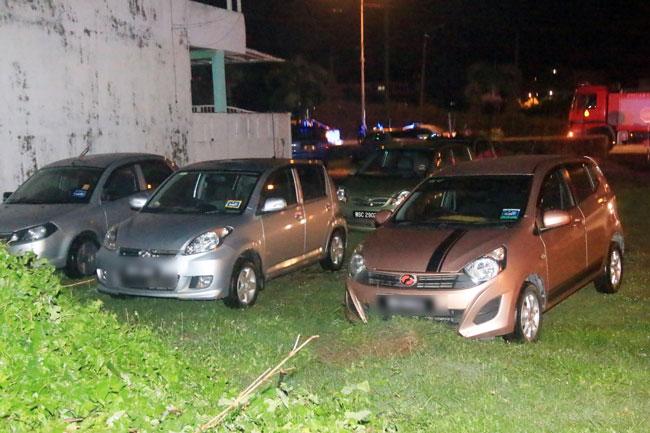 部分被驶出灾场的汽车。
