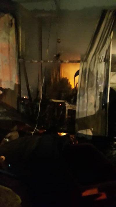 火势将餐馆烧毁90%。