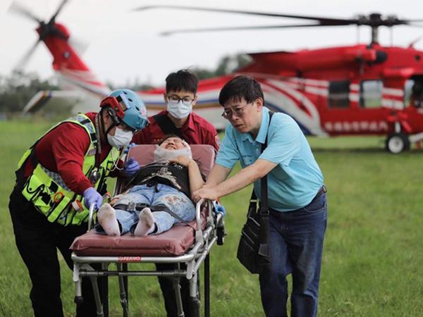 台籍女性游客头部遭砸伤,经空勤运送后已送往医院急救。