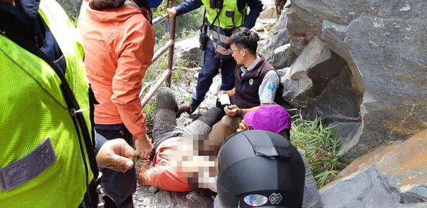 大马男子受伤,警消获报到场抢救。