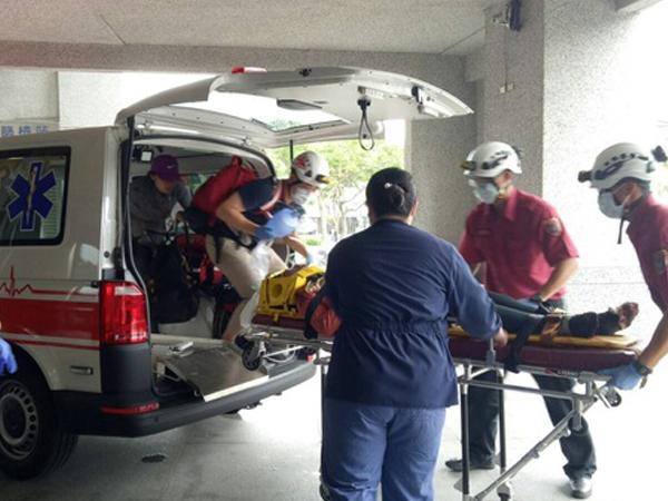 大马男子脱困后被紧急送院。