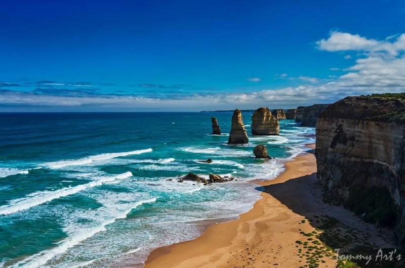 澳洲知名景点十二使徒岩。(12 Apostles面书)