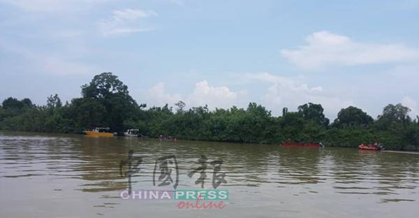 搜救隊仍在北根彭亨河,展開搜獲翻船失蹤者的下落。
