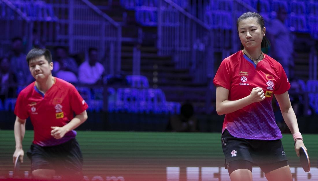 中国选手丁宁/樊振东亮相混双资格赛第一轮。这是他们第一次搭档参加国际比赛。(新华社)
