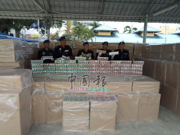 水警立下大功,起获一批总值达189万令吉2000令吉的走私香烟。