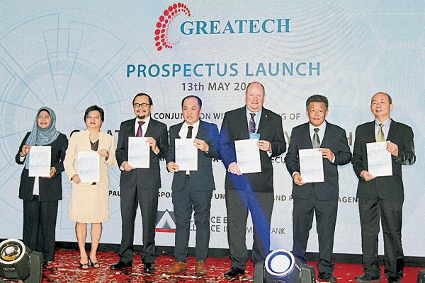 马拉玛(左起)、黄慧娟、拿督诺哈林、陈荣棋、乔尔克雷兹、许连兴和黄清福,一同出席阁代科技有限公司的招股书推介礼。
