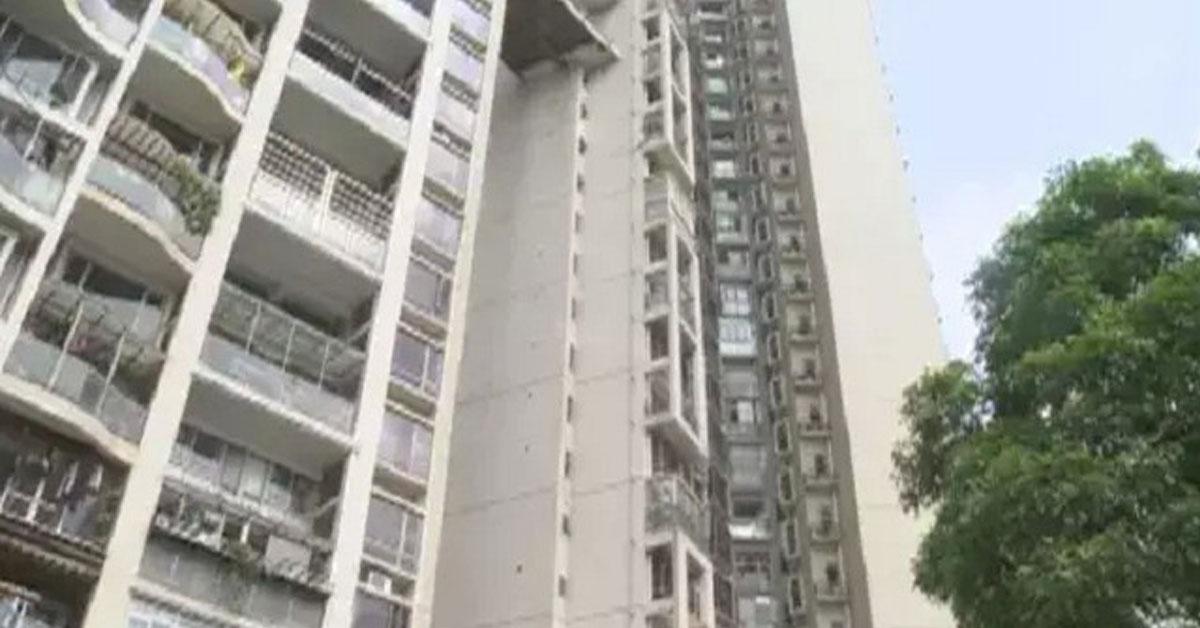 中国广东深圳宝安的1个社区,昨天清晨5点多,发生1起年轻男子误杀父亲致死,随即跳楼身亡的2死事件。
