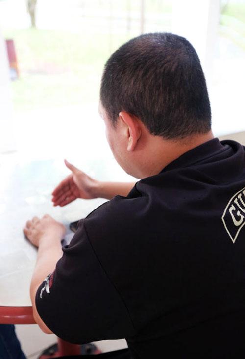 郑国进已针对事件通报人力部及相关送餐公司。