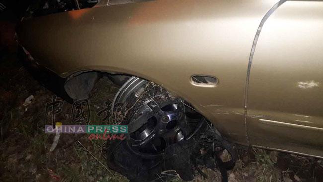 事主的轿车轮胎被匪徒刺破。