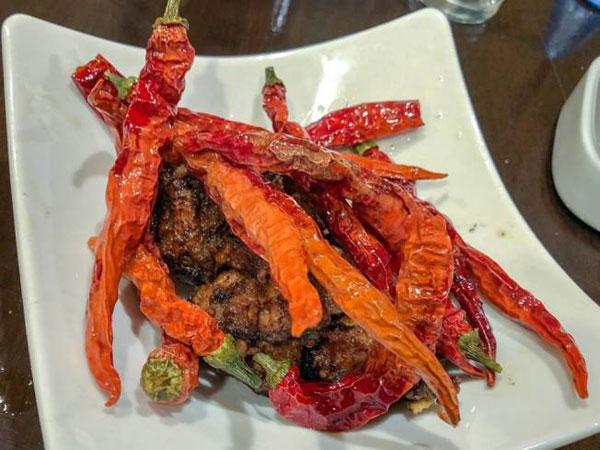 赤色壶餐厅的辛辣料理。