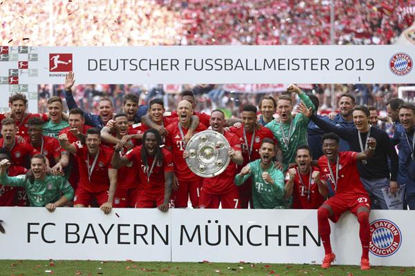拜仁慕尼黑在最后一轮联赛以5比1大胜法兰克福,创下7连冠伟业。(美联社)