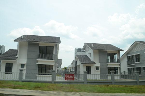 汽车城带来屋业的发展。