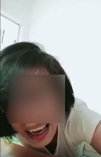 妇女遭丈夫家暴,拳打脚踢约1分钟
