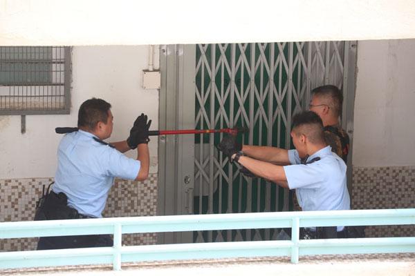 警方涉事单位破门无发现。