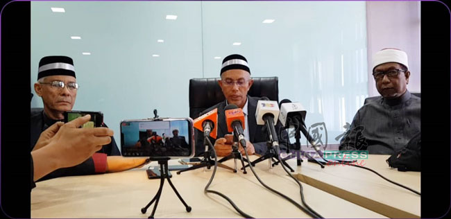 彭亨州秘书拿督斯里沙烈胡丁针对彭亨太上王阿末沙殿下驾崩噩耗时,召开记者会。