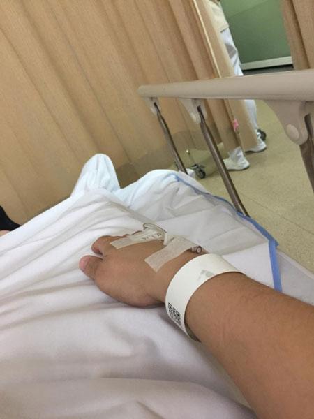 版主上载自己入院的照片,提醒民众吃死神辣椒的风险。