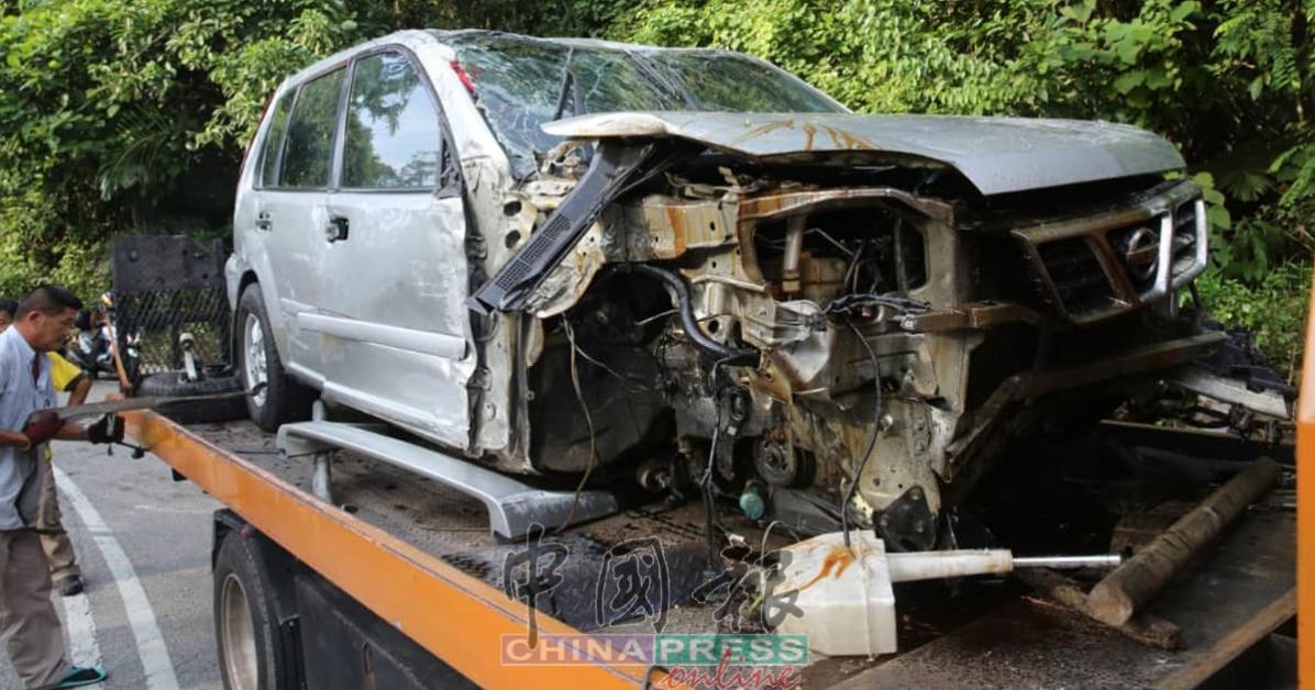 涉祸日产休旅车严重毁损,车内2名男子受伤。