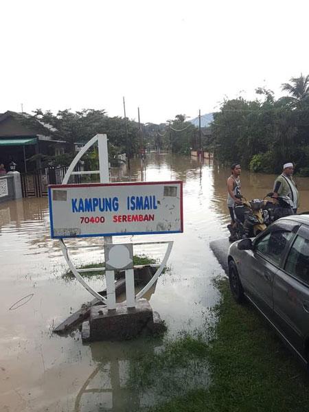 午后一场大雨,造成甘榜依斯迈发生突发水灾,20户住家淹水。