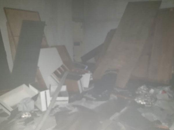 家具店有80%面积被大火烧毁。