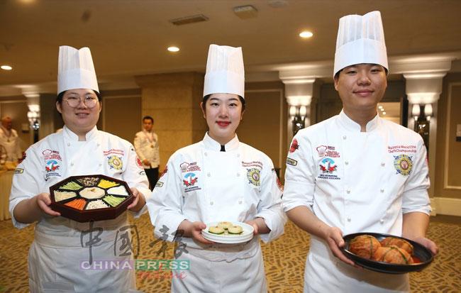 来自韩国的参赛者以宫廷膳食为主题,呈献不同口味的韩国传统食品,包括泡菜和九折坂。