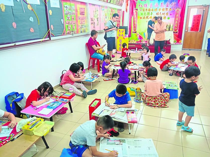 儿童填色比赛获得众多孩子踊跃参加。