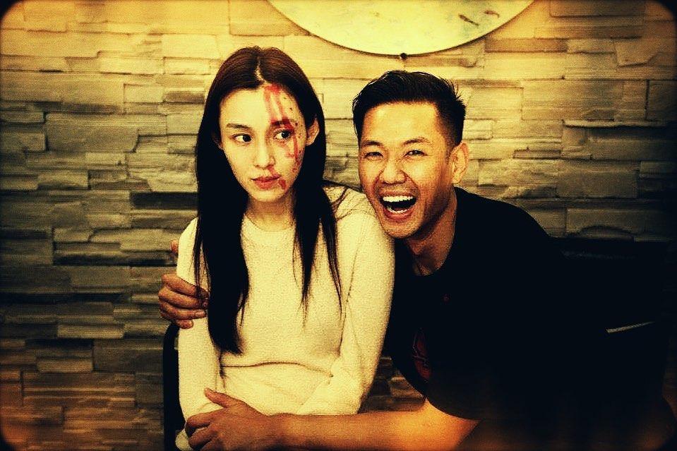 范玮琪又被陈建州整了!脸上满是被红笔画的血痕,她一脸无奈又怨恨。