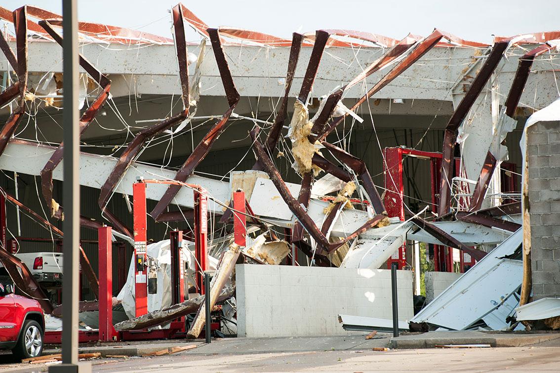 艾雷诺市一间房屋坍塌,严重损毁。(欧新社)