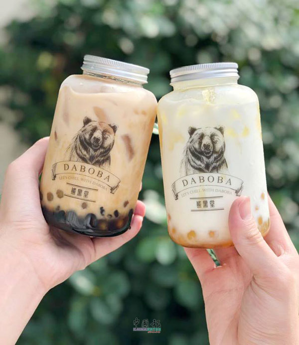 蜜糖奶与黑糖黑金珍珠奶茶系列,以黑糖熬煮珍珠,再加入香浓鲜奶,大受欢迎。