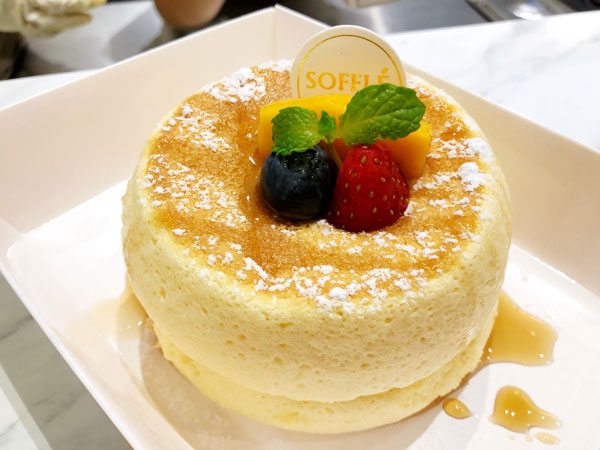 经典舒芙蕾,配搭多种水果口味,淋上香浓的蜜糖,甜而不腻,味道恰好。