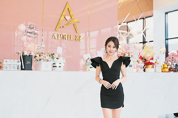 伍依婷:APRIL 22不但让你追求事业,也鼓励你自我突破,拥抱更美好的自己。