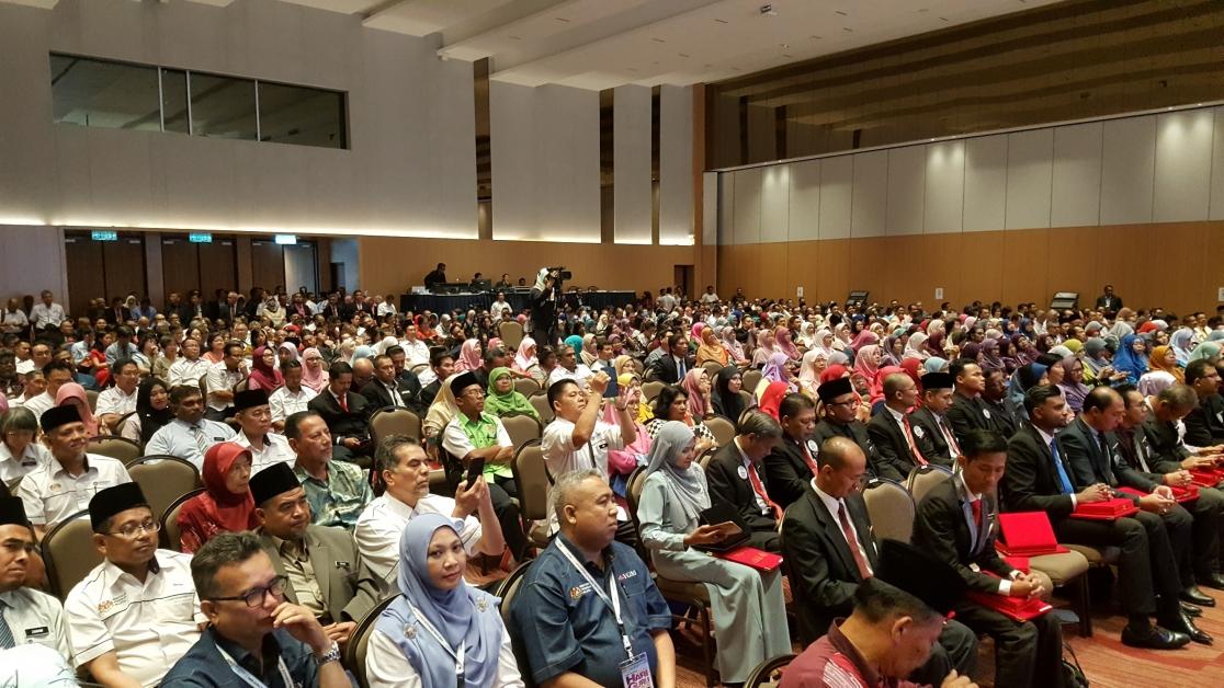 """教育部总监主讲的""""教育实践的新章""""研讨会,是全国教师嘉年华环节之一,各州教师纷纷提出意见。"""