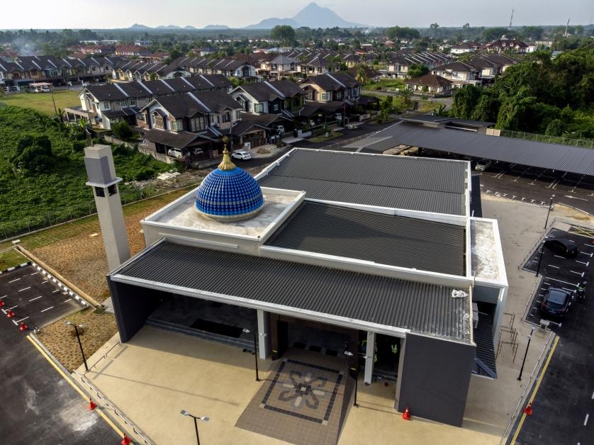死者家属使用赔偿金兴建的清真寺已竣工,并于周一晚开放给民众使用。
