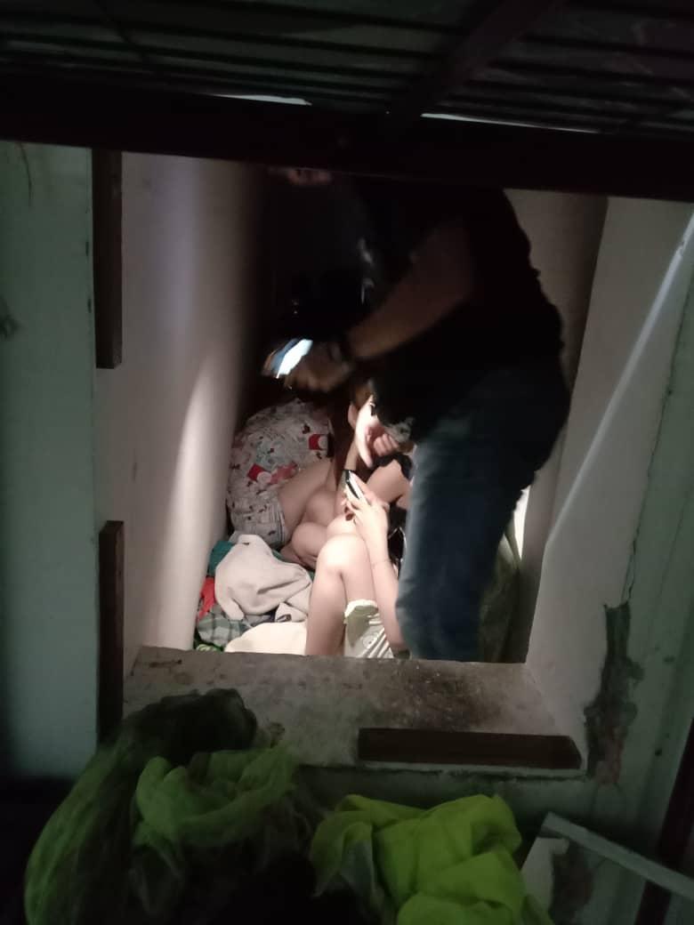 虽然这些外籍女郎躲进密室,但仍逃不过警方法眼。