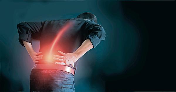 很多人认为腰酸背痛只是普通的老年病,但若不及时治疗或保养,或将引发 其他疾病。