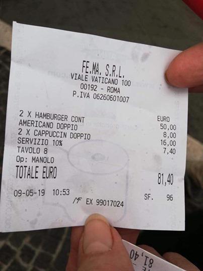 切彼点了2个汉堡包和3杯咖啡,但结账时竟要付81.4欧元(约380令吉)。