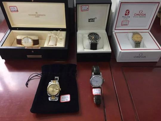 拍卖会中的手表。
