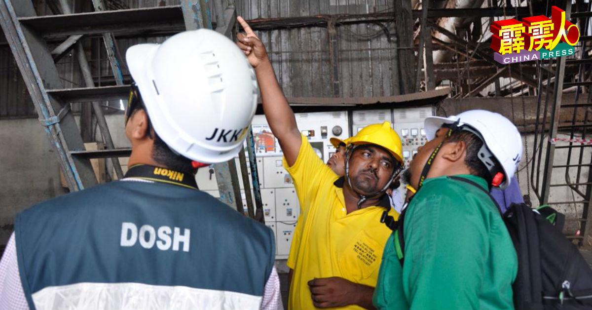 霹雳州职业安全与卫生局人员向员工瞭解事发经过。
