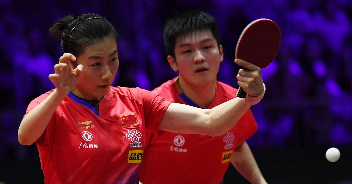 樊振东(右)与丁宁不敌朝鲜组合,无法挺进正赛。(新华社档案照)