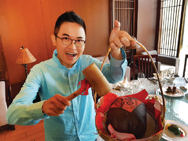 与杨佳贤一同品尝美味的江南美食。