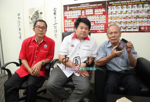 杨胜利(左2)宣布,鲁容州选区发展与协调委员会即日起为脑瘤患者黎明秀筹募12万令吉医药费。左为何桂文及黎志坪(右)。