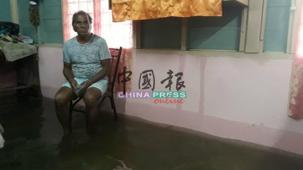 再雅的住家过去多年逢雨成灾,令他感非常无奈。