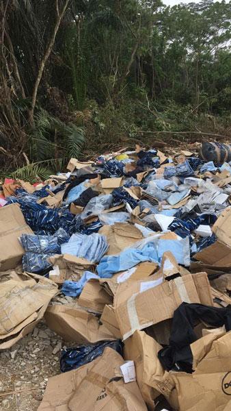 雪州万挠斯里根登蓝湖出现了被丢弃,堆积如山的PLKN制服。